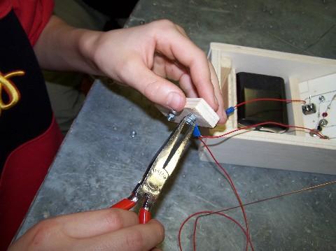 durchs kabel gebohrt und nun